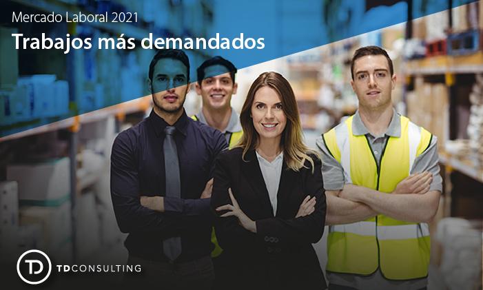 Imagen con cuatro personas vestidas con uniformes de trabajo